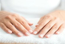 صورة زيت الزيتون وفعاليته في علاج خشونة اليدين