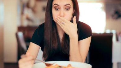 صورة 7 أسباب للشعور بالغثيان بعد الأكل