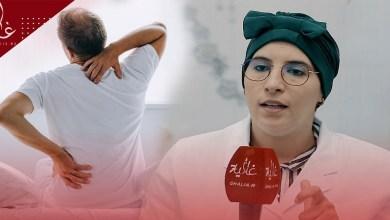 صورة أخصائية تكشف طرق تخفيف ألم الظهر خلال العمل عن بعد-فيديو-
