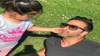 صورة بسبب طريقة تقبيله لأطفاله.. فنان عربي يتعرض لهجوم شرس – صور