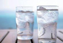 صورة شرب الماء المثلج يسبب هذه المشكلة.. خاصة لهؤلاء الأشخاص