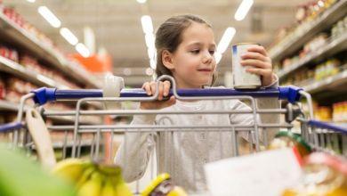 صورة لهذه الأسباب تجنبي اطعام طفلك الأطعمة المعلبة