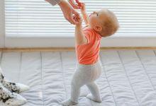 صورة متى يجب أن يبدأ الطفل فى المشي؟