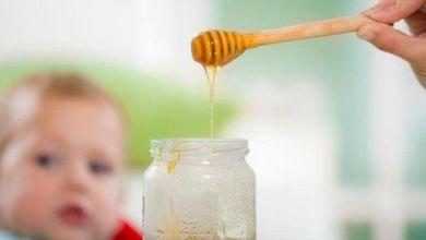 صورة متى يسمح للأطفال بأكل العسل؟