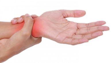 صورة اسرار الصحة يكشفها تنميل هذه المناطق في اليدين