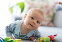 صورة علامات تدل على ذكاء الطفل في الشهر الثالث