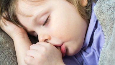 """صورة 4 نصائح لمساعدة طفلك على التخلص من عادة """"مص الإبهام"""""""