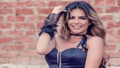 صورة إصابة الفنانة دنيا عبد العزيز أثناء عرض مسرحيتها- فيديو