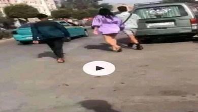 """صورة """"فيديو"""" أغضب المغاربة.. معطيات حصرية عن شاب نزع ثياب فتاة في الشارع وضربها على مستوى مؤخرتها"""
