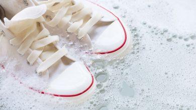 صورة نصائح تنظيف الأحذية البيضاء