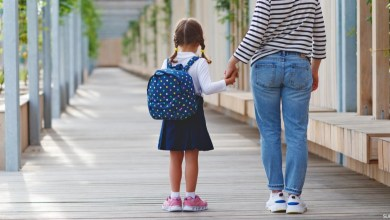 صورة نصائح للتعامل مع الطفل الممتنع عن الذهاب للمدرسة