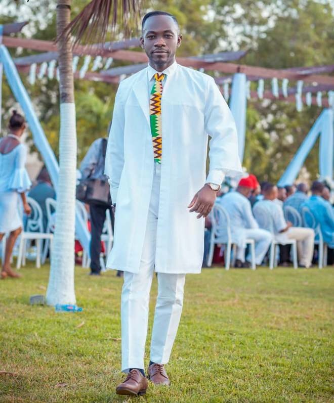 Okyeame served all white perfect matching it with a kente tie
