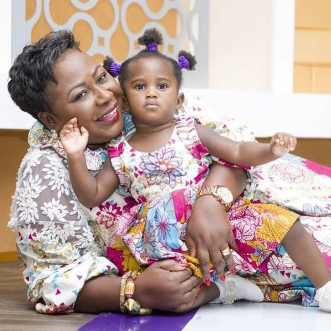 Gifty Anti with daughter