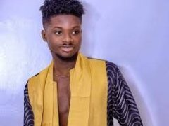 Stupid boy, even Bill Gates will not do that – Kuami Eugene blasted for posing with 'fake' greenback expenses