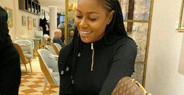 With all my numerous friends is only my brother I can borrow money from when am broke - Yvonne Nelson.