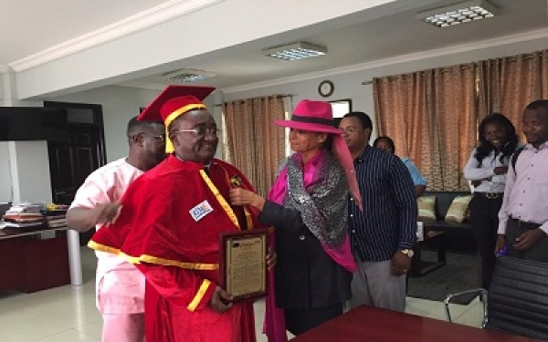 Dr Afriyie Akoto receives Pan-African award