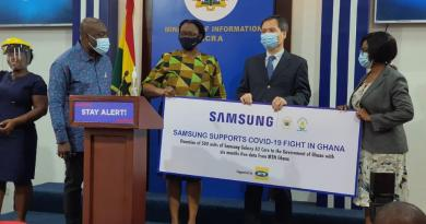 MTN and Samsung Present 500 Phones to Government of Ghana to Support Contact Tracing Activities