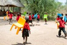 GNP: Sekyere Basic School Pupils Carry Tables And Chairs To School - A/R