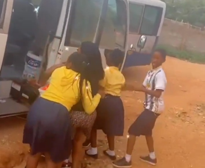 Heartwarming: Kids Ordered Their Bus Driver To Stop For A Hug With Afia Schwarzenegger [Video]
