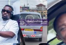 See Sarkodie reaction after seeing his picture at the back of trotro in Kumasi [Video]