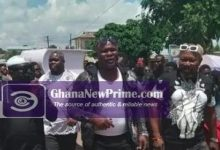 Photo of Bukom Banku and friends at mother's funeral Pop up online