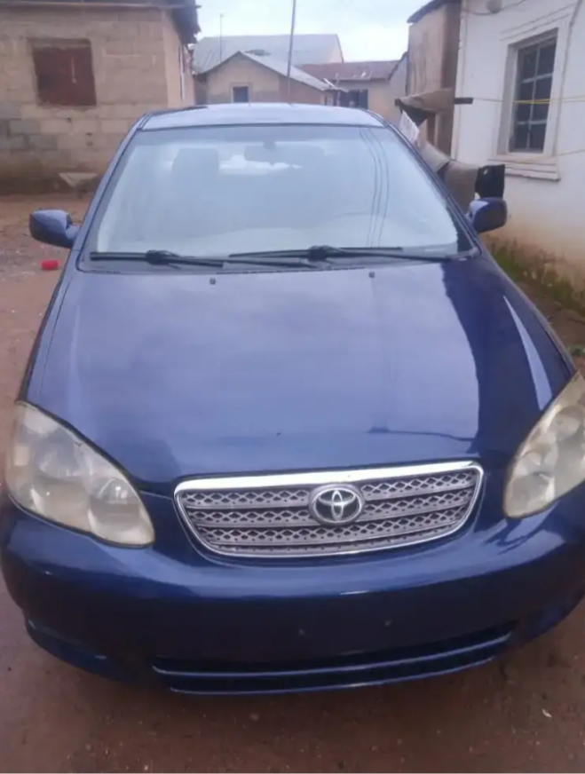 Not in Ghana; Man receives brand new car from his wife as a gift on their wedding day