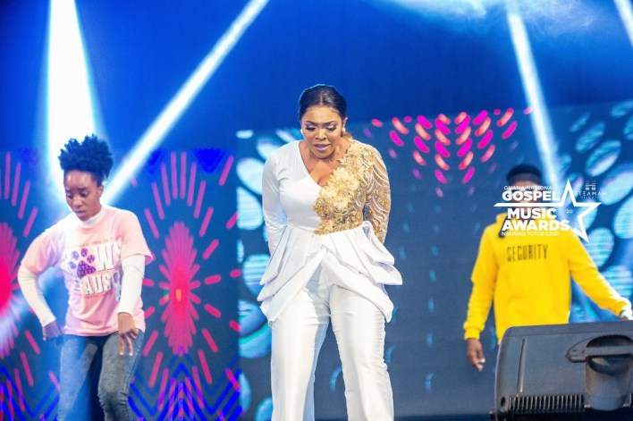 Jayana wins Female Vocalist of the Year