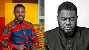Photo of Abeiku Santana Goes On His Knees As He Begs President Akufo-Addo On Bulldog's Behalf (Watch Video)