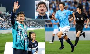 Photo of 53-year-old Japanese footballer signs new contract with Yokohama