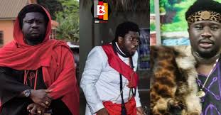 Photo of Ajagurajah mentions name of a Ghanaian rapper who is  married to a demi-god (Watch Video)