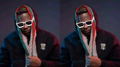 Photo of Check out what Medikal told a fan who begged him for money (Watch Video)