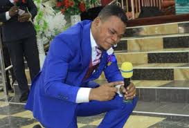 Photo of Watch how 'Angel' Obinim turned into a cock to save a teacher from snake bite (+Video)
