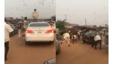 Photo of Sakawa boys seen throwing money as they cause massive traffic in town (Watch Video)