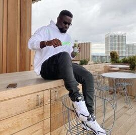 Photo: Sarkodie Shares His Fathers Day Messaage With His New Born Baby