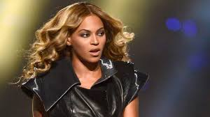 watch a Video of lady asking  Beyonce  to advertize her goods for her  on Beyonce`s social media page to send her momo.