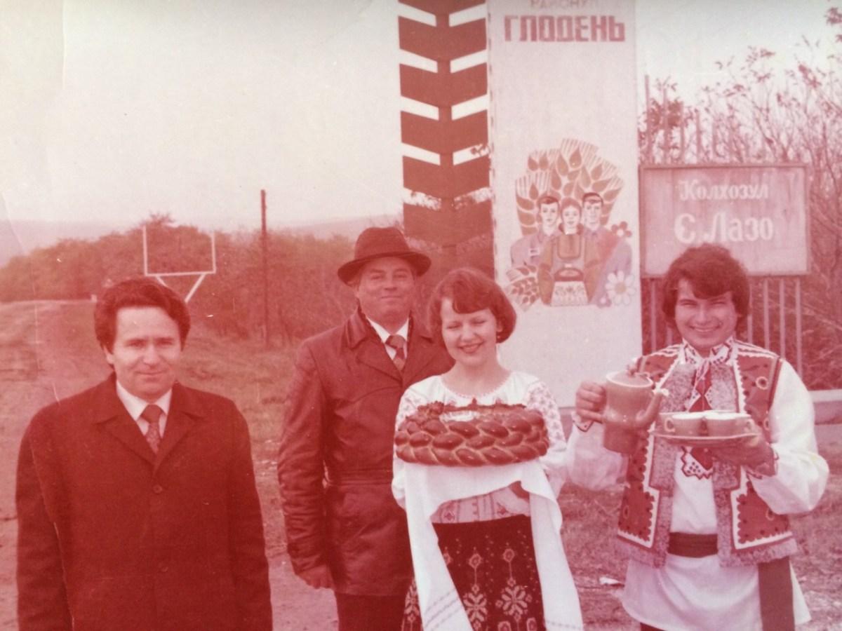 glodiani 1980 god kolhos laso vstreaca dorogih gostei