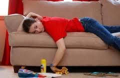 Занимаемся уборкой, чистим мебель и приводим ее в порядок.