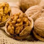 Лечим гипертонию грецкими орехами.