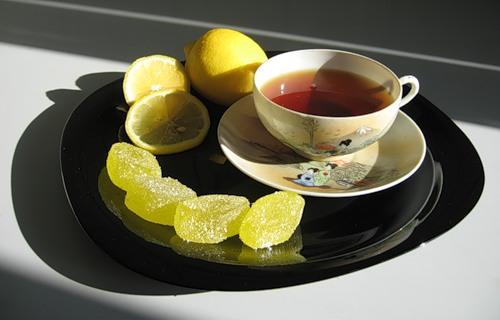 Пьем чай с мармеладом и лечим колени.