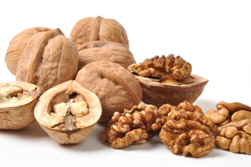 Грецкий орех помогает при болезнях сердца.