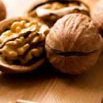 Грецкий орех поможет при болезнях сердца.