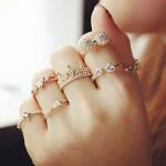 Золотые кольца на ваших пальцах.