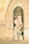 Un peu de temps à l'état pur Installation 2006 détail Chaise et faïence de Gien vue de l'exposition, «se retourner « École d'art du Beauvaisis Photographes: Raphaël Chipault et Benjamin Soligny