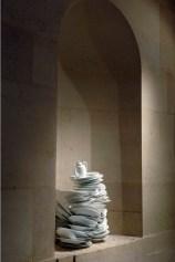Un peu de temps à l'état pur Installation 2010, Porcelaine de Sèvres vue de l'exposition «La scène française contemporaine» Musée national de la céramique, Sèvres Photographie: Gérard Jonca : Sèvres - Cité de la céramique