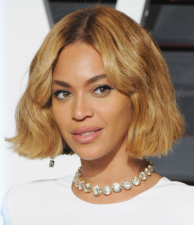 Short To Medium Womens Hairstyles