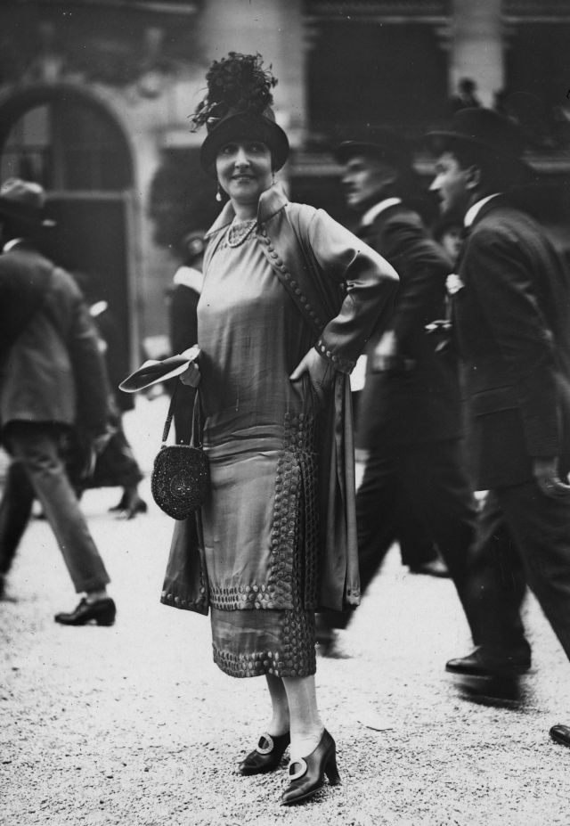 1924:  Dress with long  tunic effect bodice over a straight matching underskirt and three-quarter coat to match. High crowned hat, pochette handbag and high heels complete the outfit. Designed by Jenny.  (Photo by Seeberger Freres/General Photographic Agency/Getty Images)