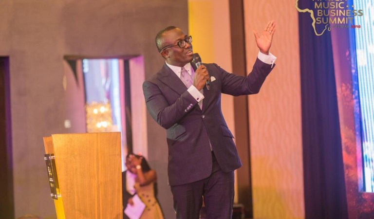 Photo: Bola Ray presents top Music earners and Sarkodie is 2nd