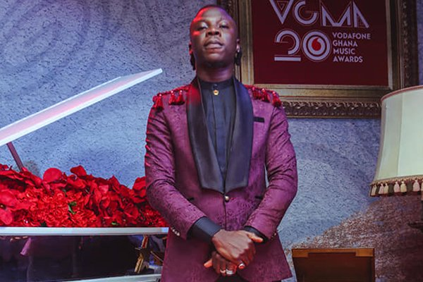 Just In: Respectfully, Stonebwoy apologizes to patrons