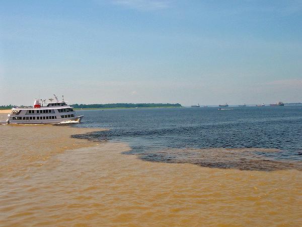Encontro das águas (Rio Negro e Rio Solimões)