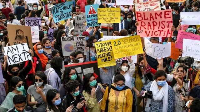 Outrage in Pakistan after ban on coverage of mother's gang rape